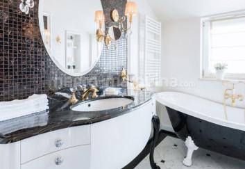 Negro Marquina bath design